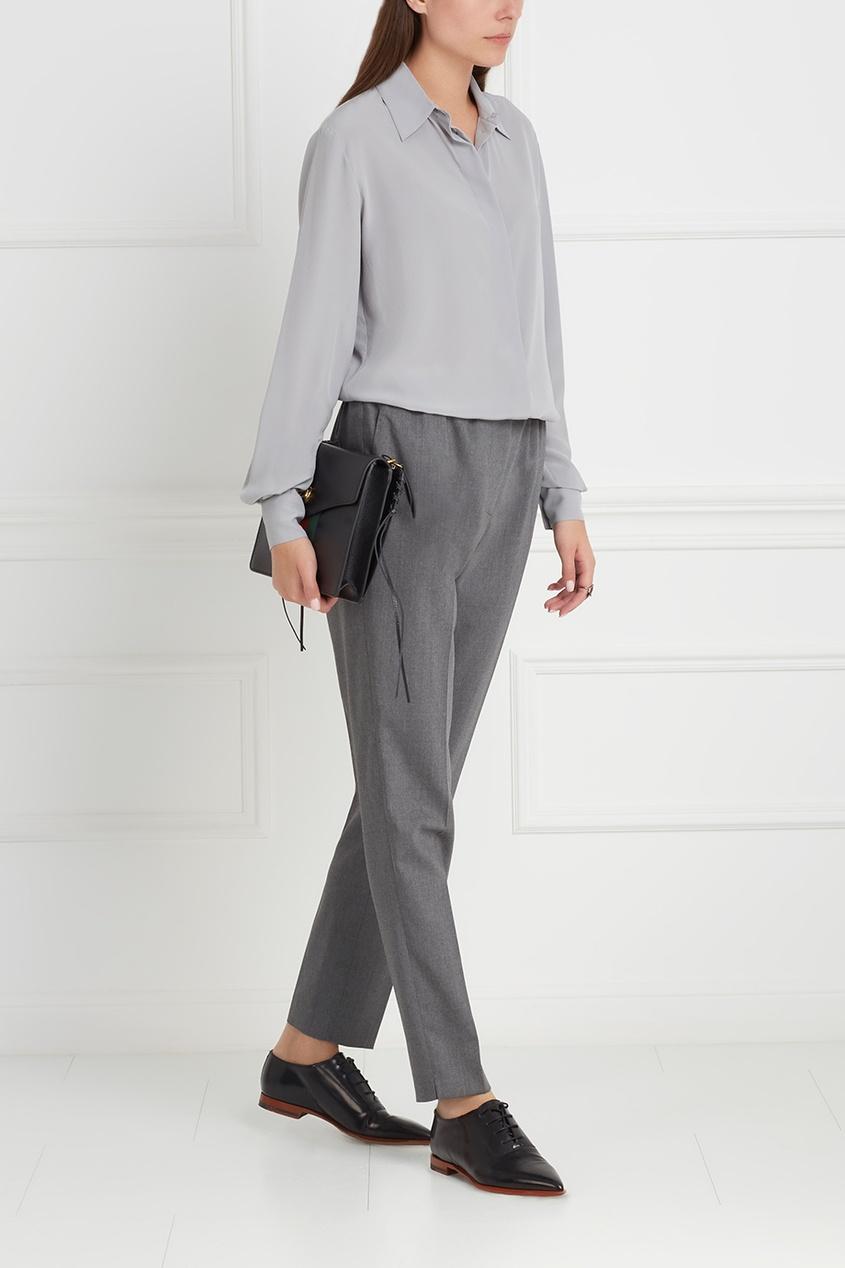 Фото 5 - Шелковая блузка от Stella McCartney серого цвета