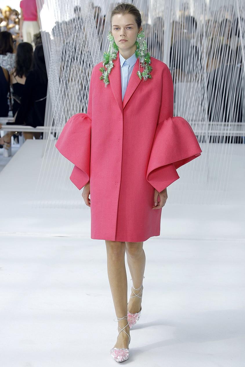 Льняное пальто с воланами