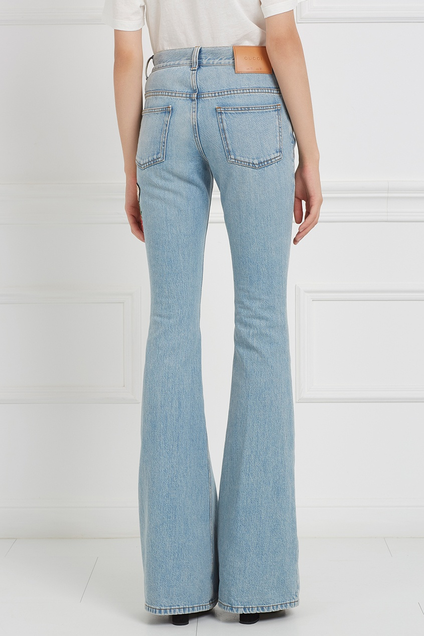 где купить Gucci Голубые расклешенные джинсы с вышивкой по лучшей цене
