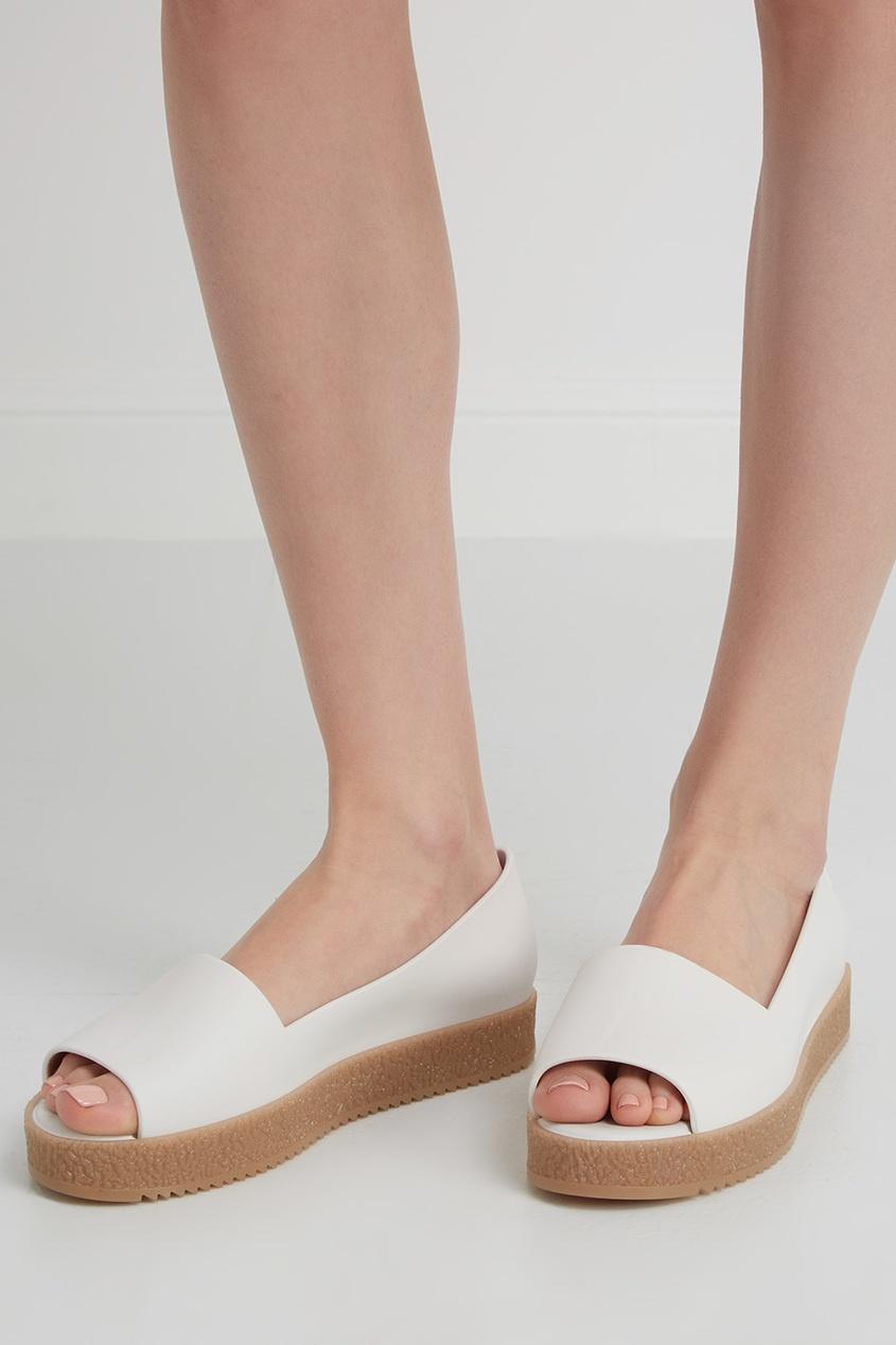 Однотонные туфли