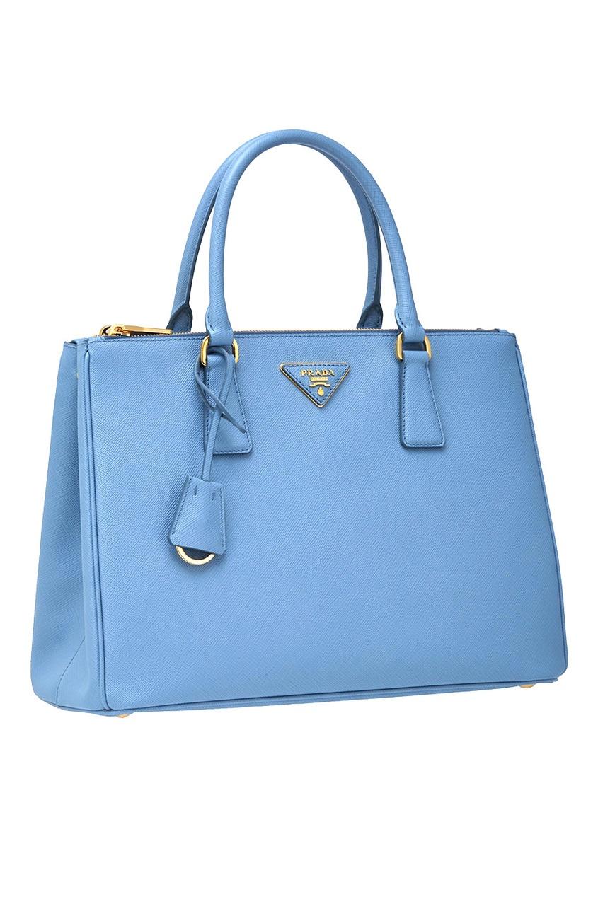 Фото 4 - Кожаная сумка Galleria от Prada голубого цвета