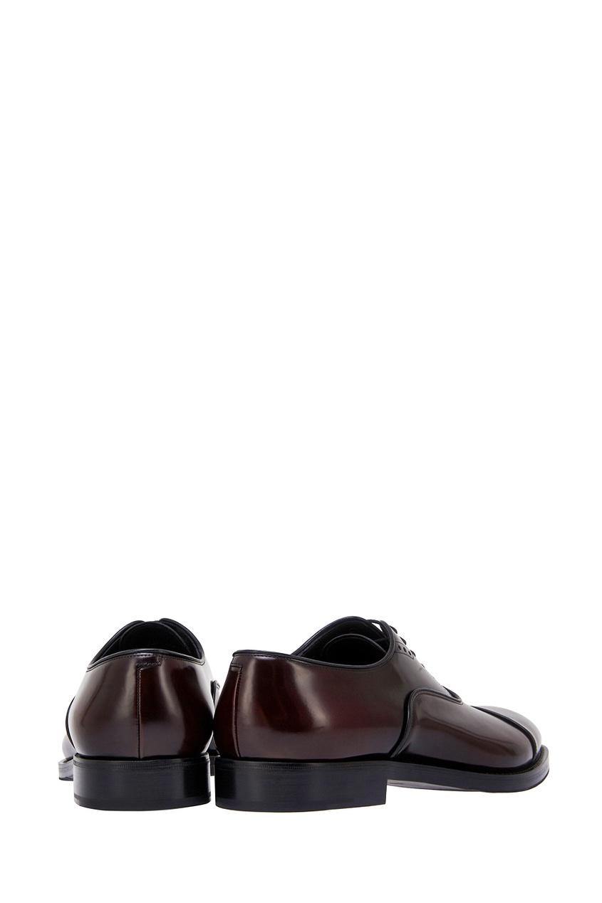 Фото 5 - Кожаные оксфорды от Prada красного цвета