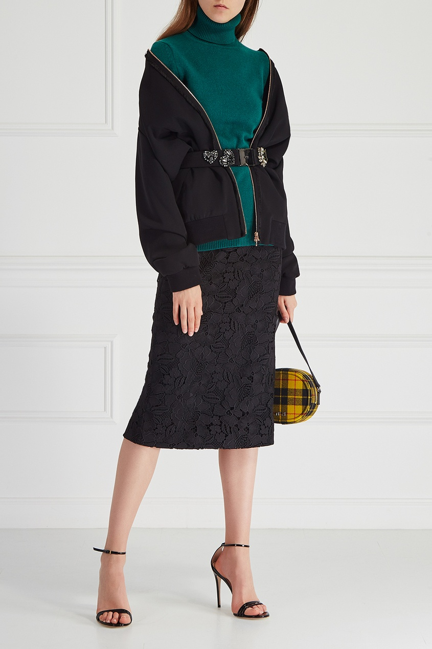Однотонный свитер