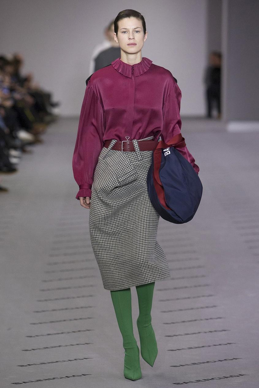 Balenciaga Шелковая блузка с деталью на спине balenciaga шелковая блузка с монограммами