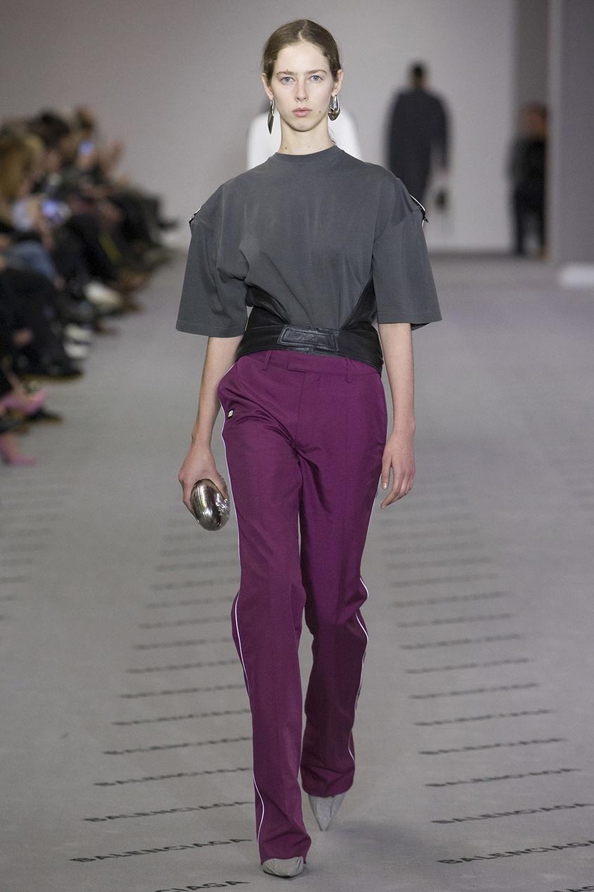 где купить  Balenciaga Однотонные брюки с лампасами  по лучшей цене