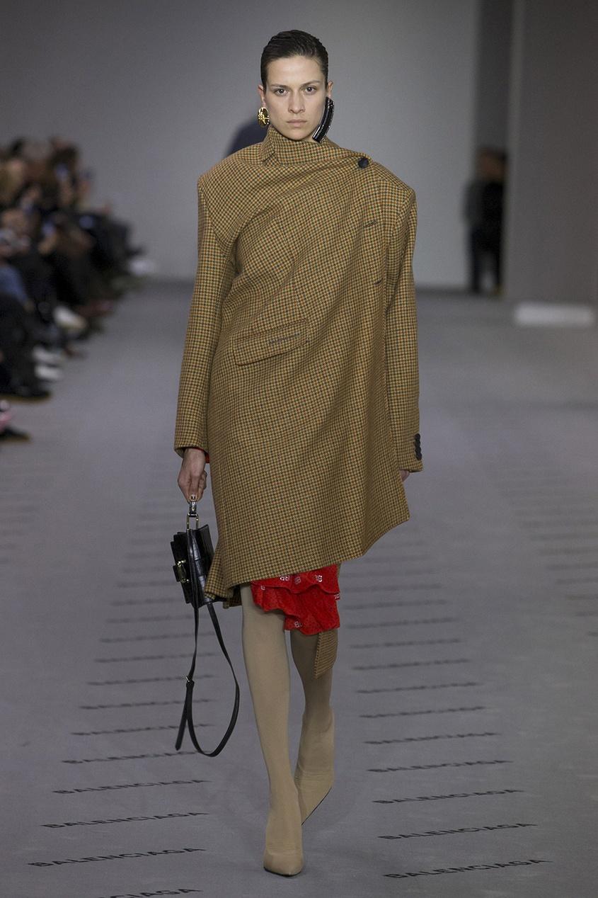 Balenciaga Шелковое платье с монограммами balenciaga шелковая блузка с монограммами