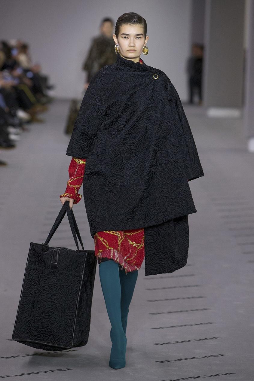 Balenciaga Платье из шелка с принтом balenciaga обувь киев