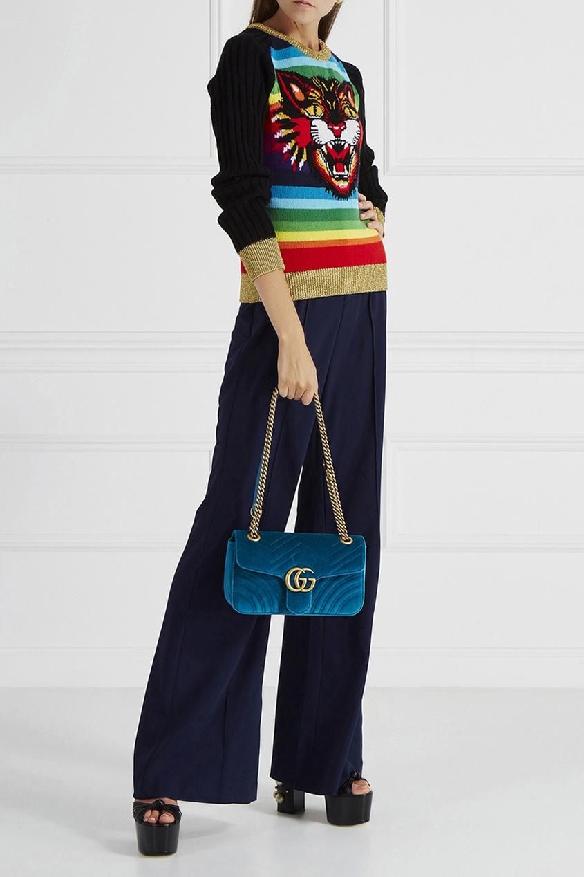 Фото 6 - Бархатная сумка GG Marmont от Gucci синего цвета