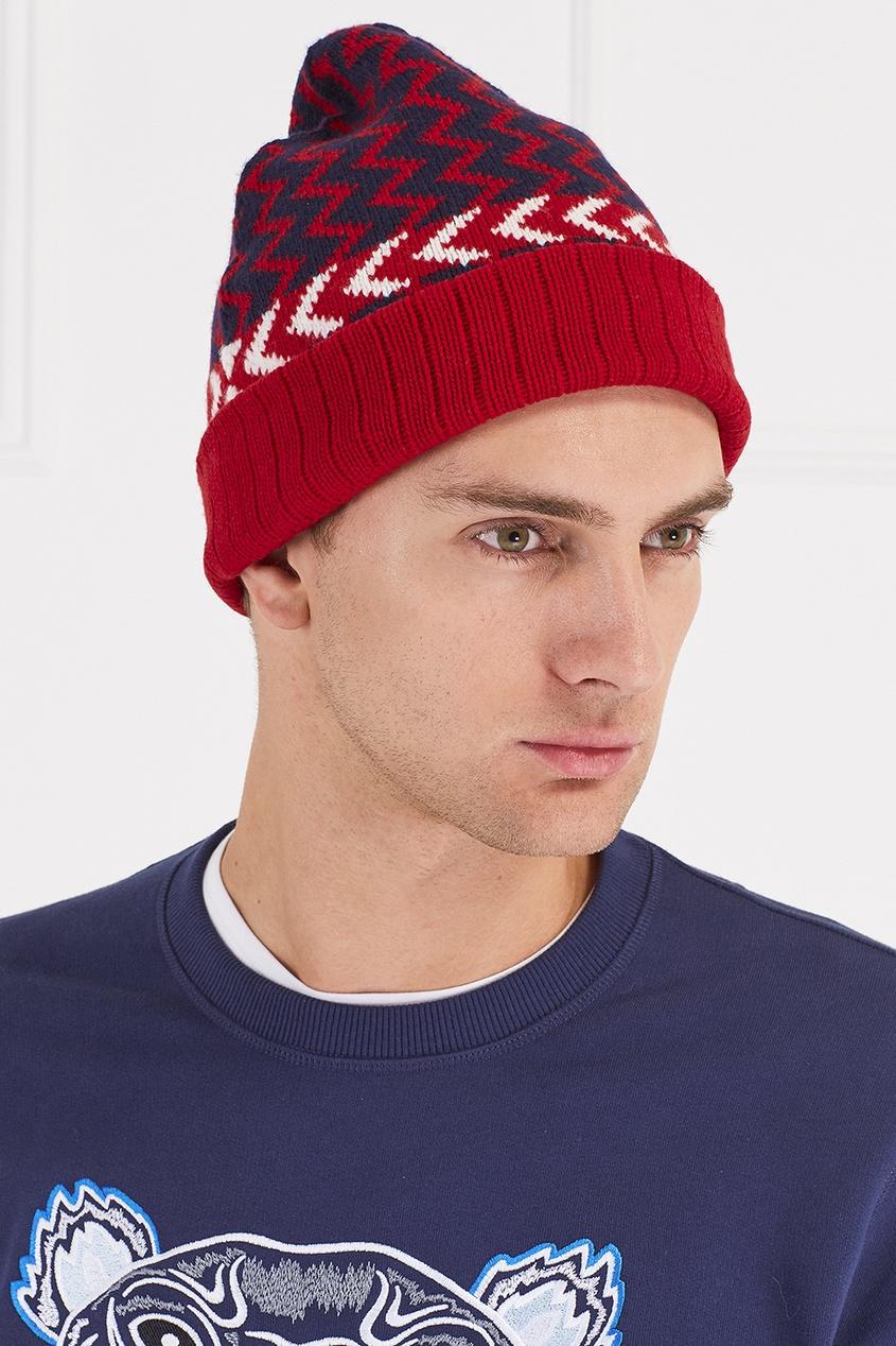 Вязаная шапка с узором