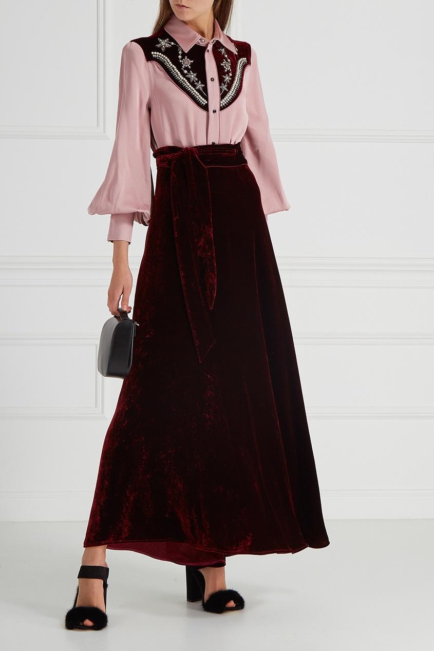 Атласная блузка с вышивкой