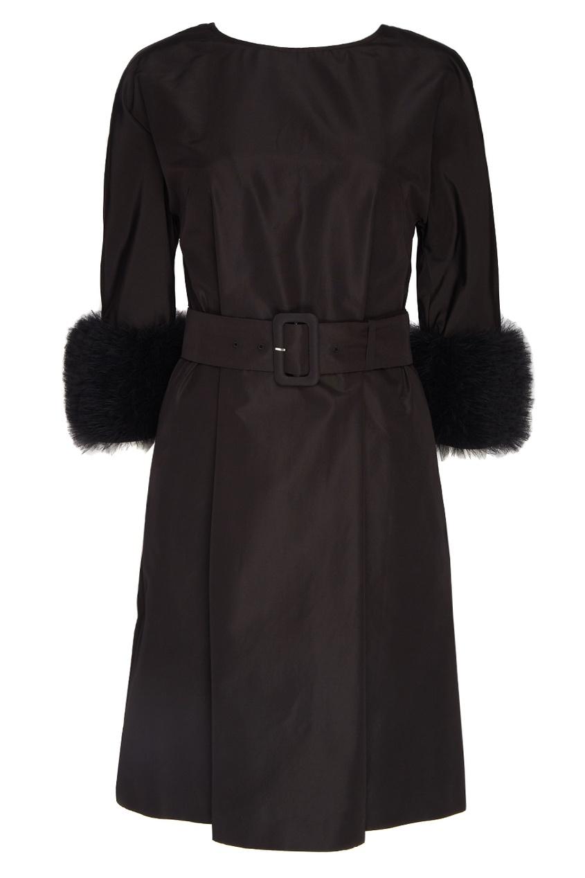 Шелковое платье с меховыми манжетами