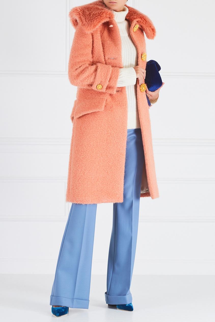 Купить со скидкой Пальто из букле с меховым воротником
