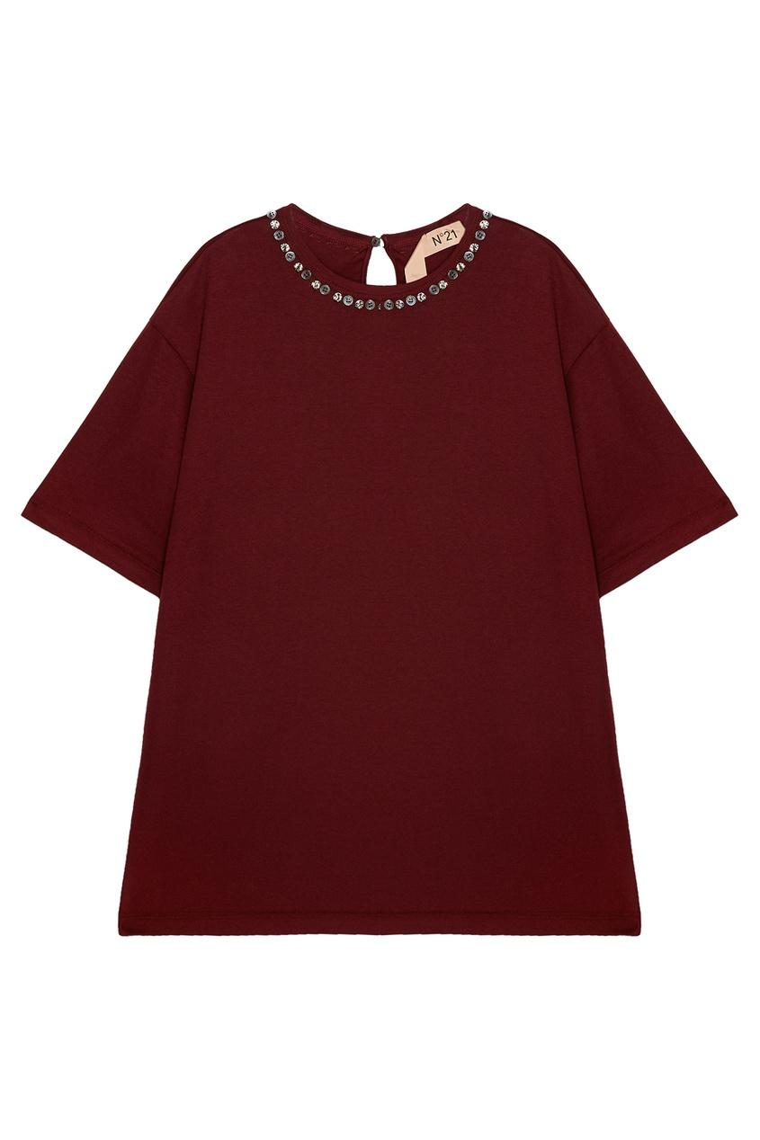 Бордовая футболка с декорированным вырезом фото