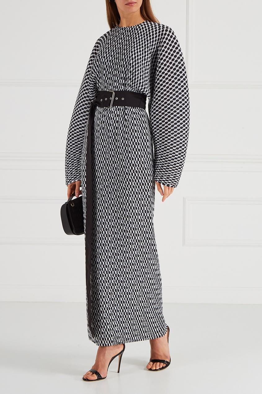 Черно-белое платье с широкими рукавами