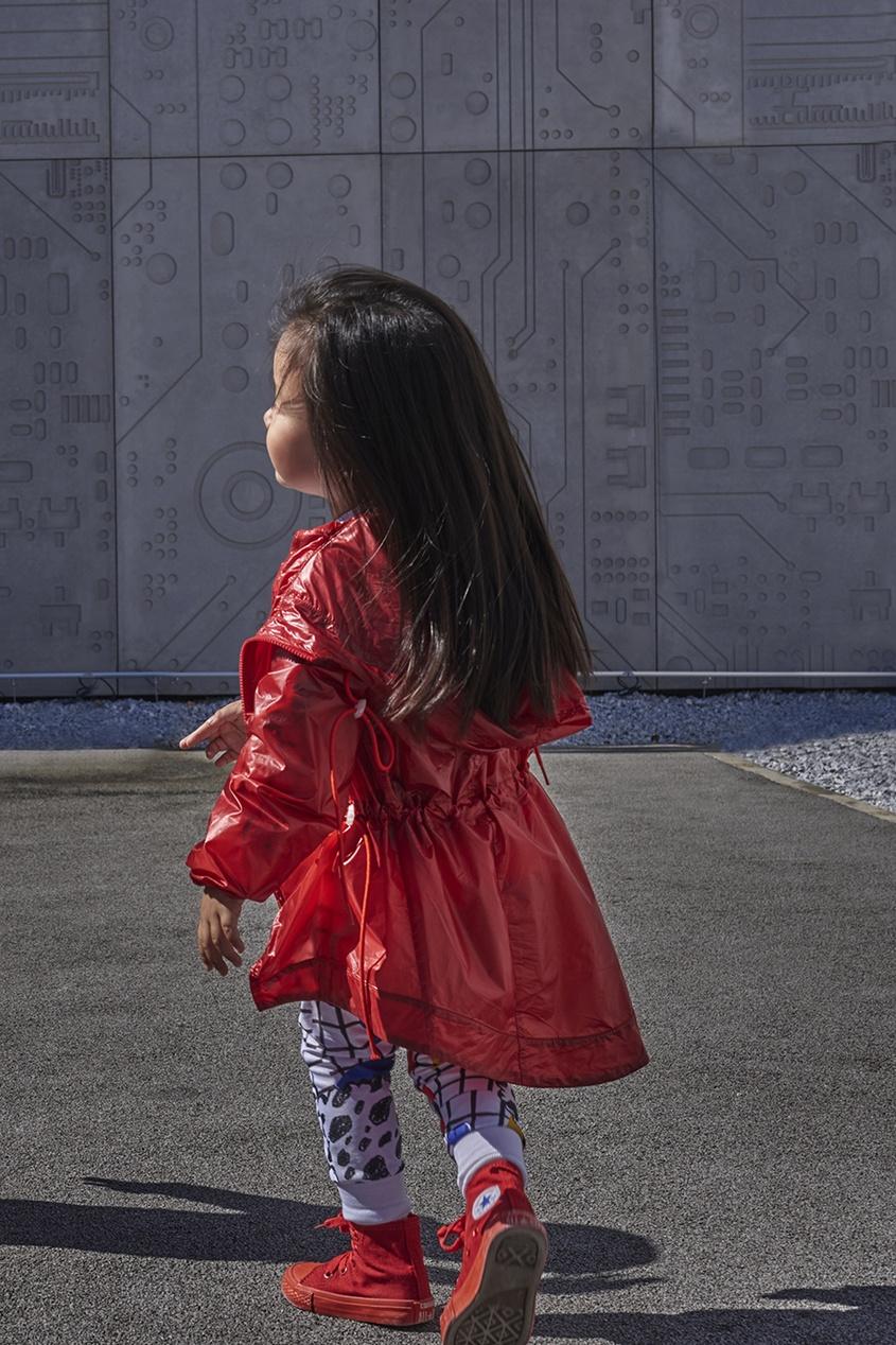 Красный дождевик с кулисками
