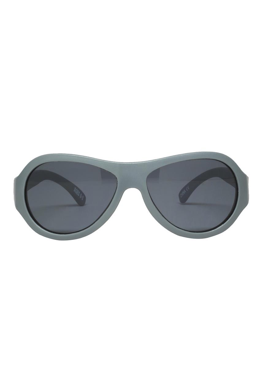 Солнцезащитные очки из пластика