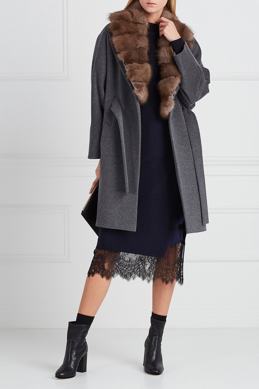 Серое кашемировое пальто с мехом куницы фото