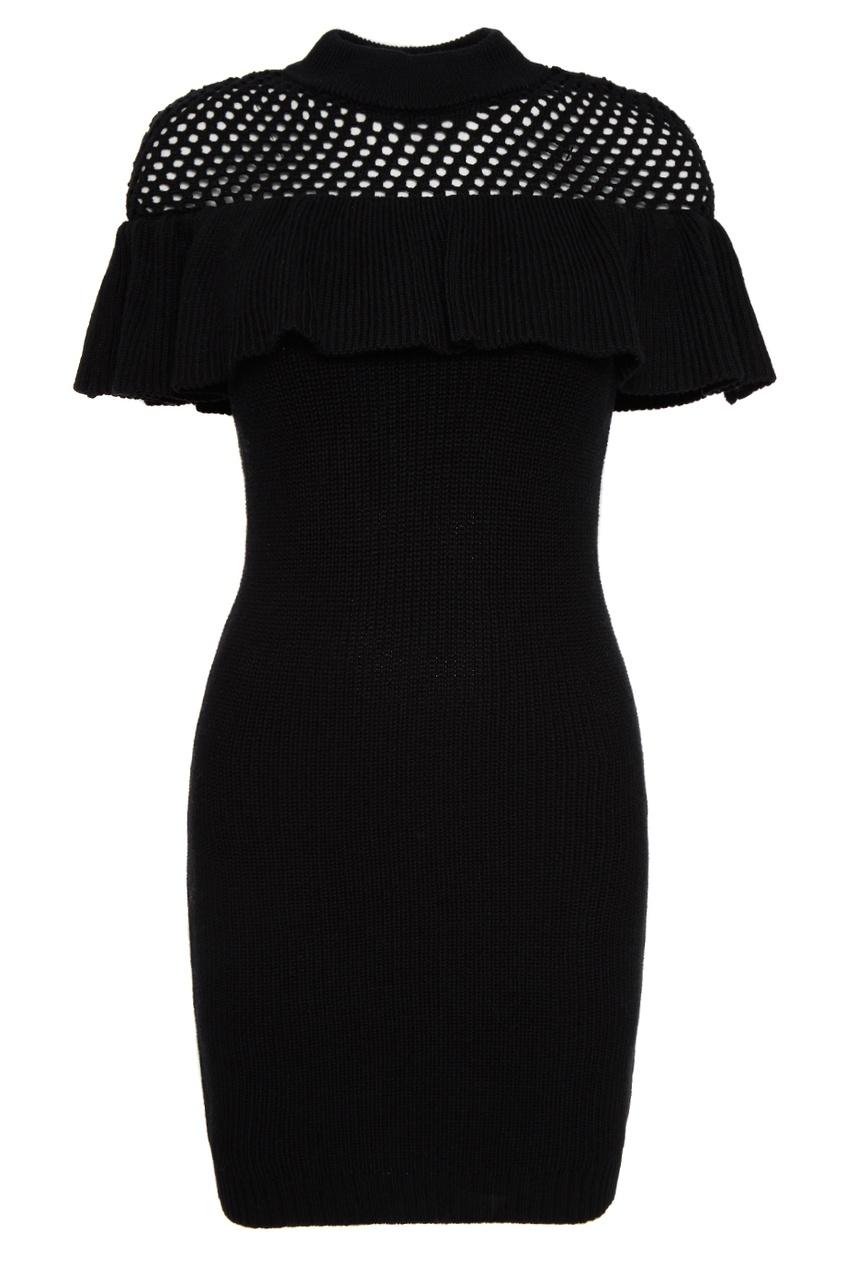 Черное вязаное платье с воланом