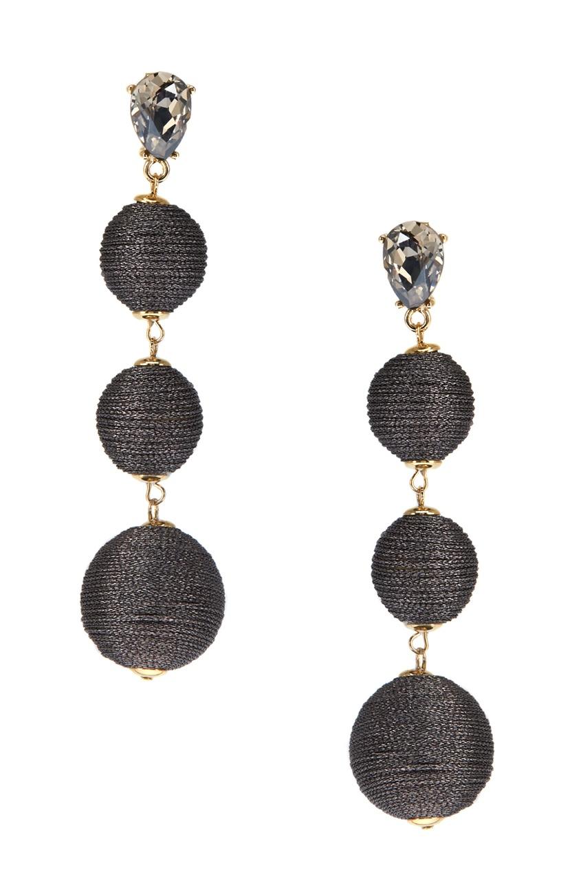 Серьги-шары с отделкой серебристыми нитками