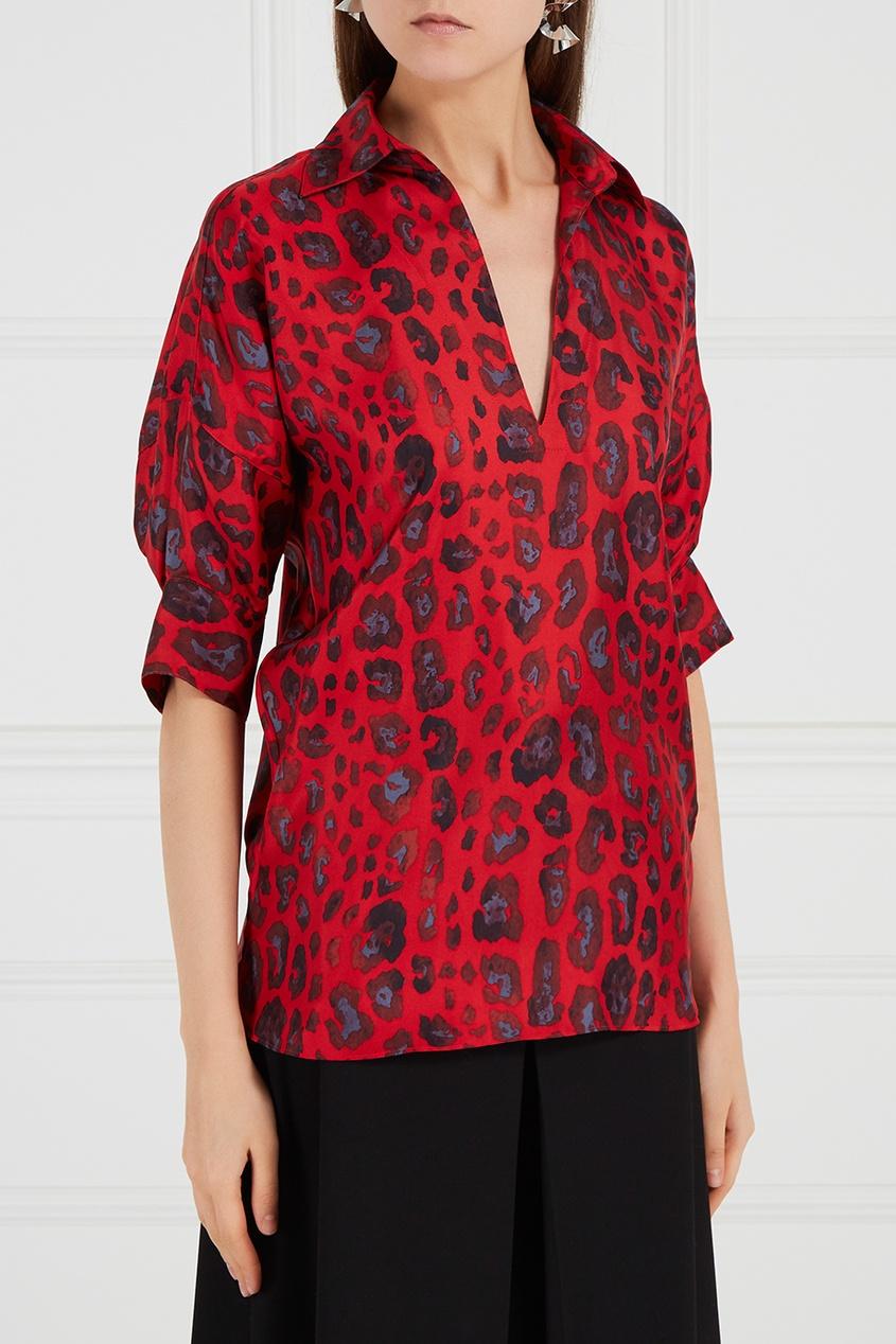 Красная блузка из шелка