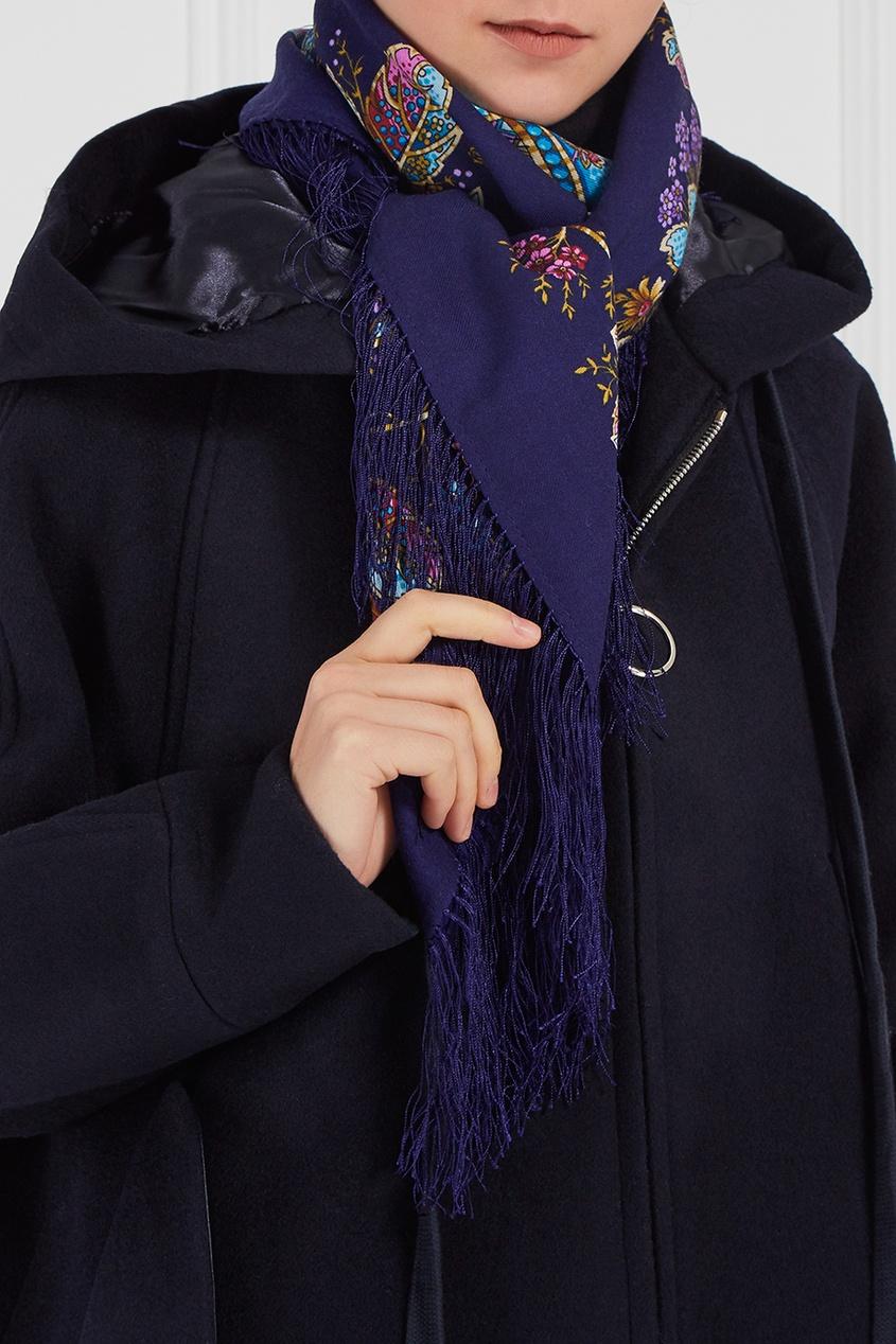 Синий платок с мелкими узорами