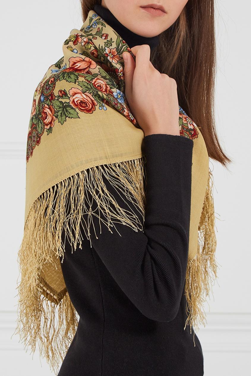 Желтый платок с полевыми цветами