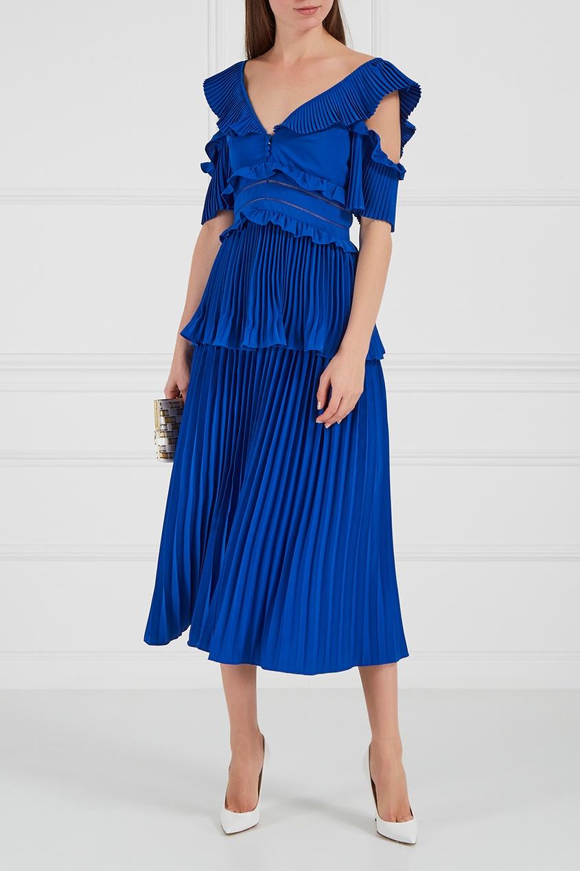 Синее платье с плиссировками