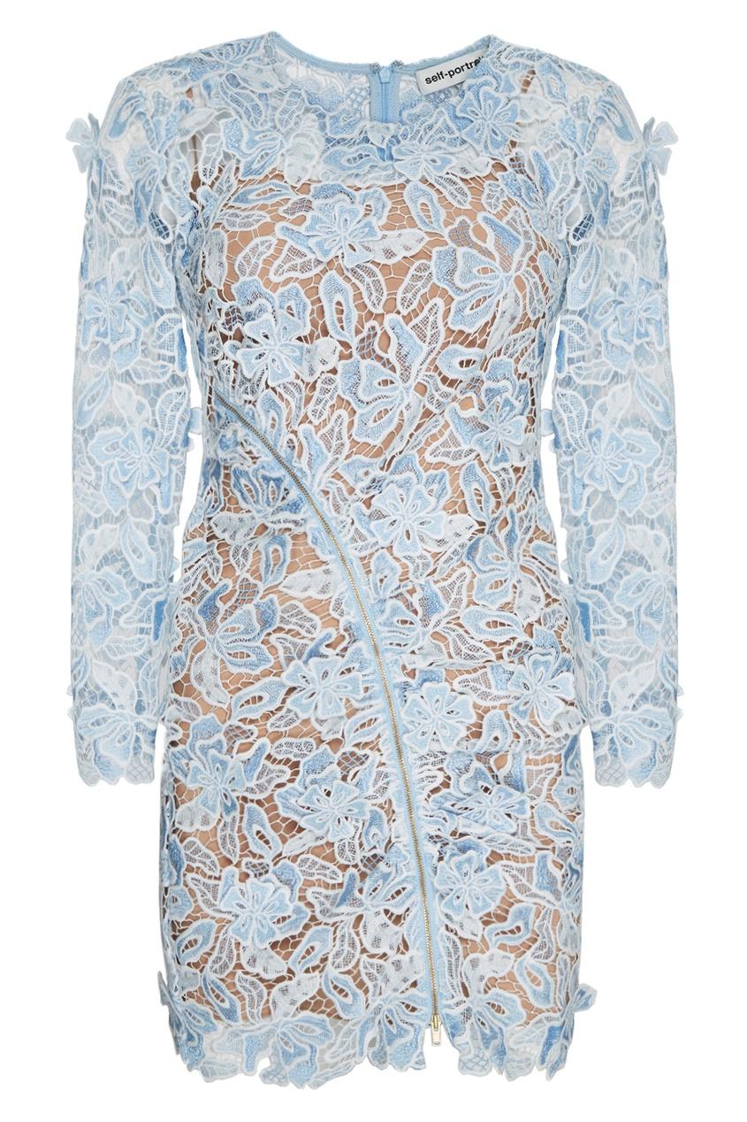 Голубое платье-футляр из кружева