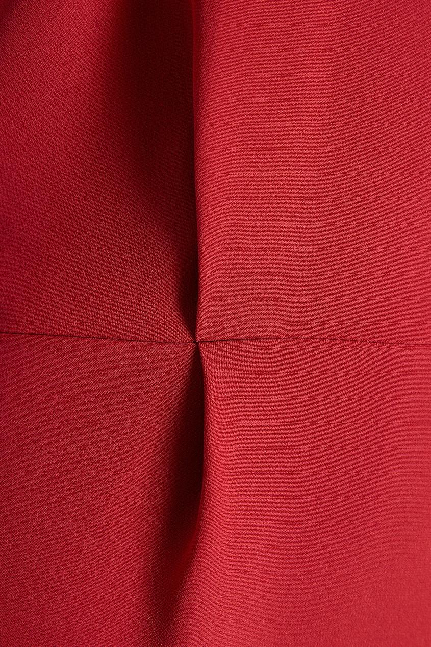 Красное платье с асимметричным верхом