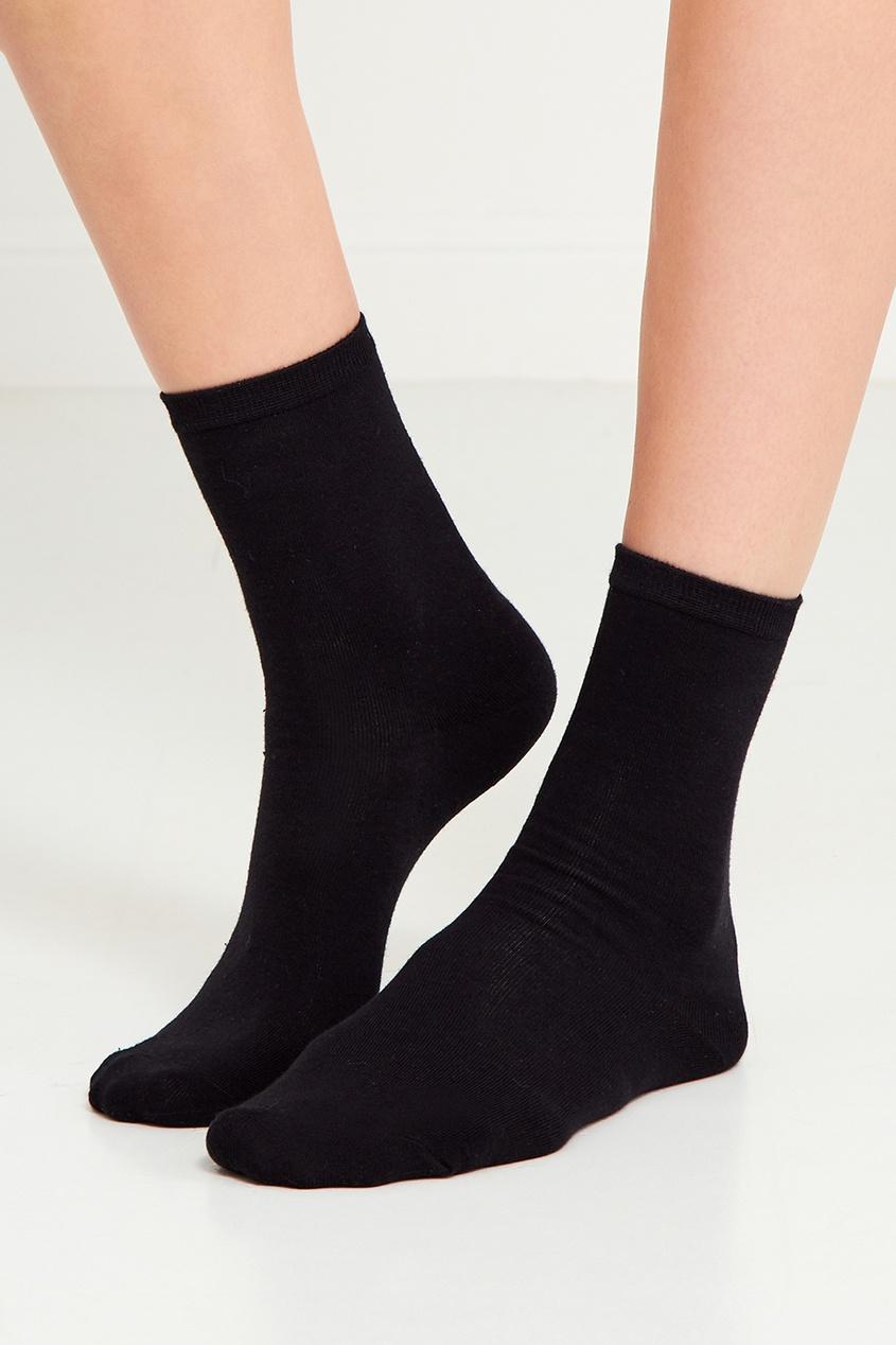 Две пары черных носков