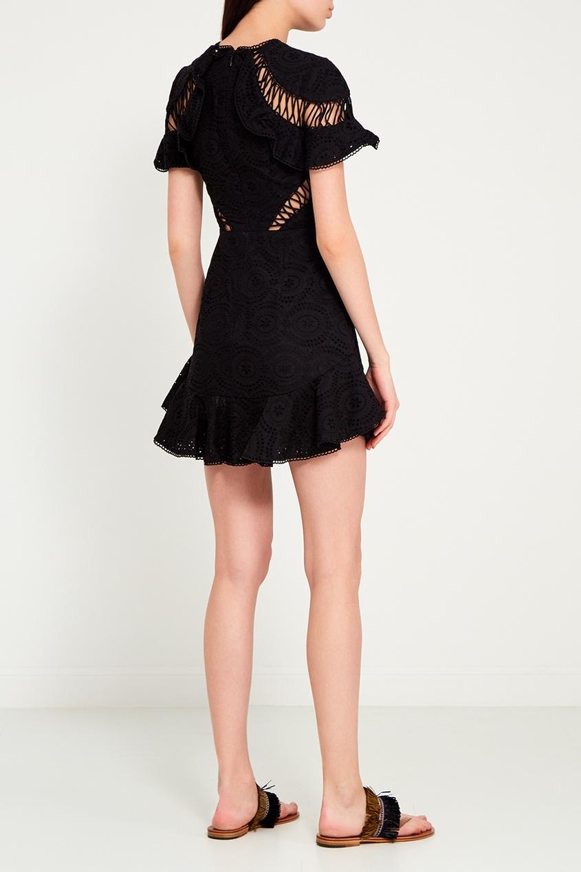 Черное платье из вышитого хлопка