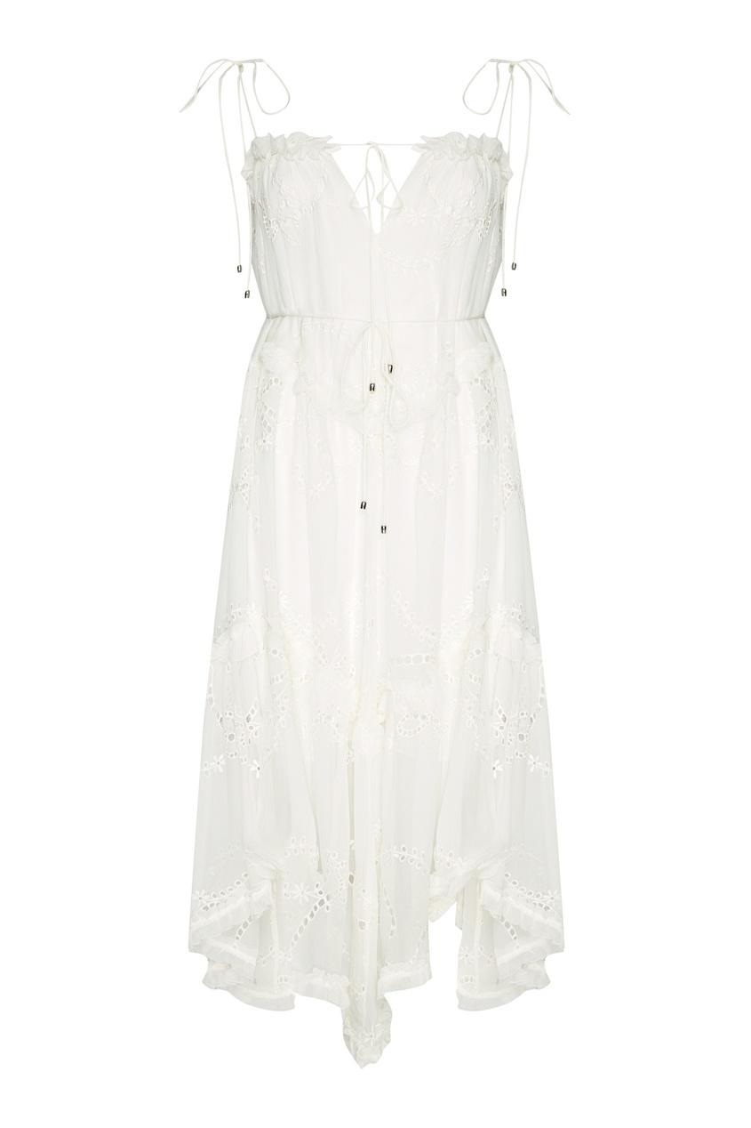 Белое платье из вышитого льна
