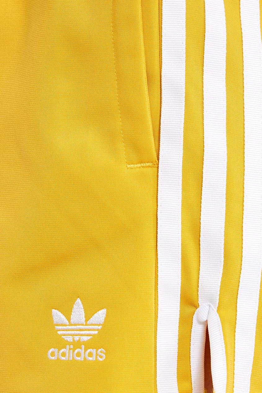 Желтые шорты с полосками