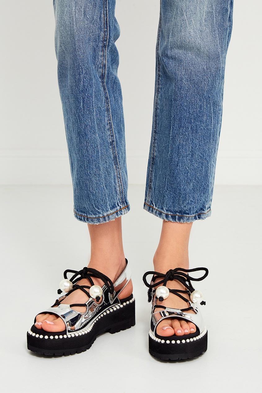 Серебристые сандалии из эко-кожи