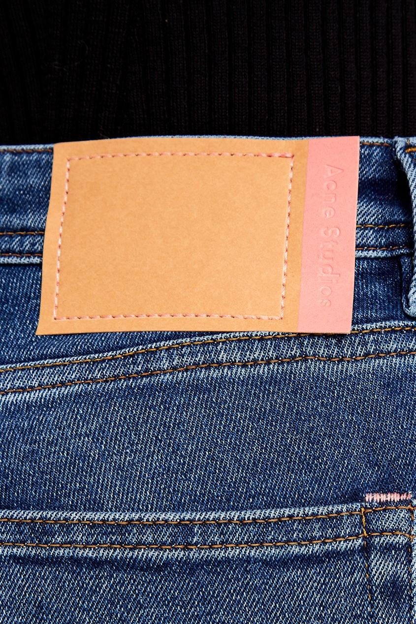 цена Acne Studios Синие вареные джинсы онлайн в 2017 году