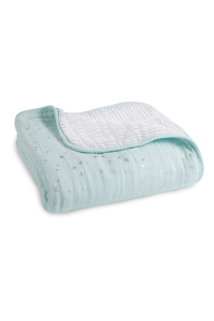 Голубое одеяло с серебристым принтом