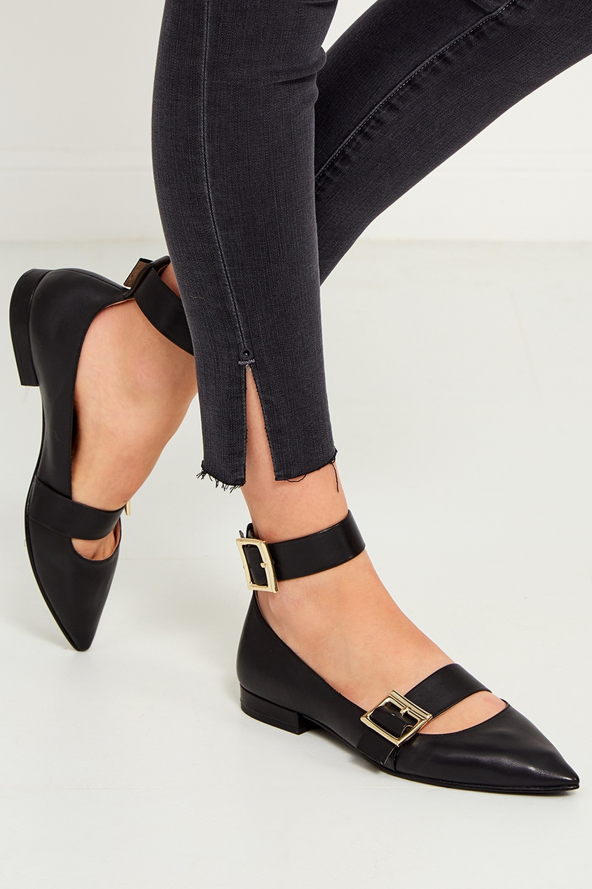 Черные туфли с пряжками