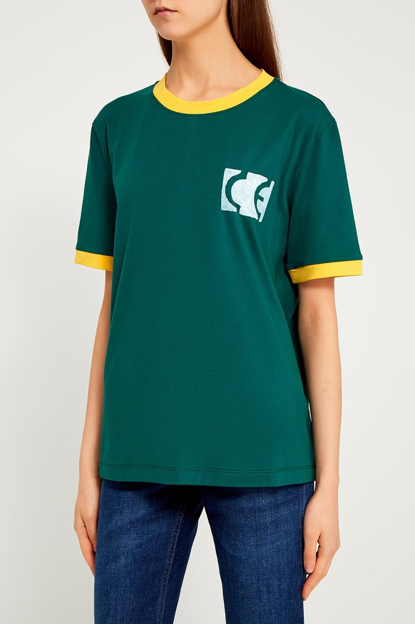 Зеленая футболка с яркими окантовками