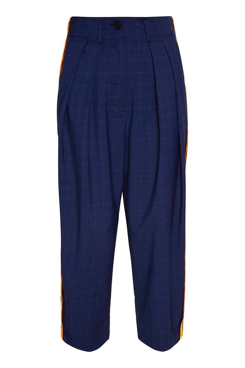 Синие брюки с яркими лампасами