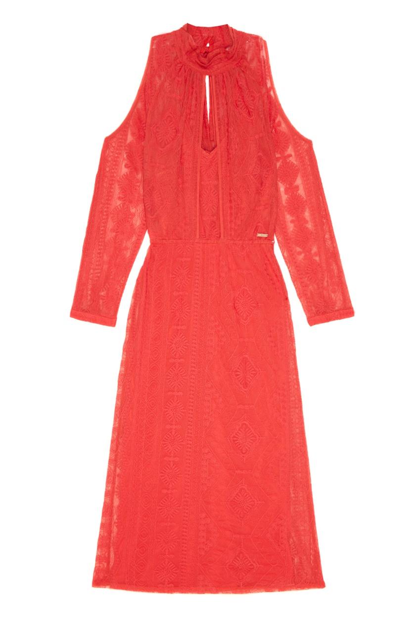 Красное платье из вышитого хлопка