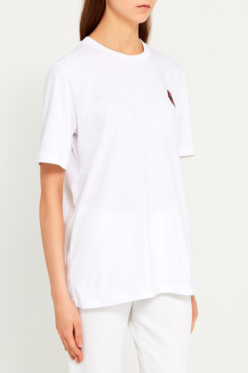 Белая футболка с вышивкой