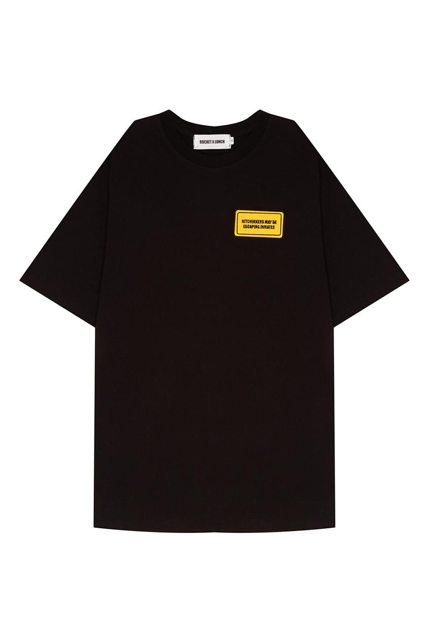 Черная футболка с нашивкой