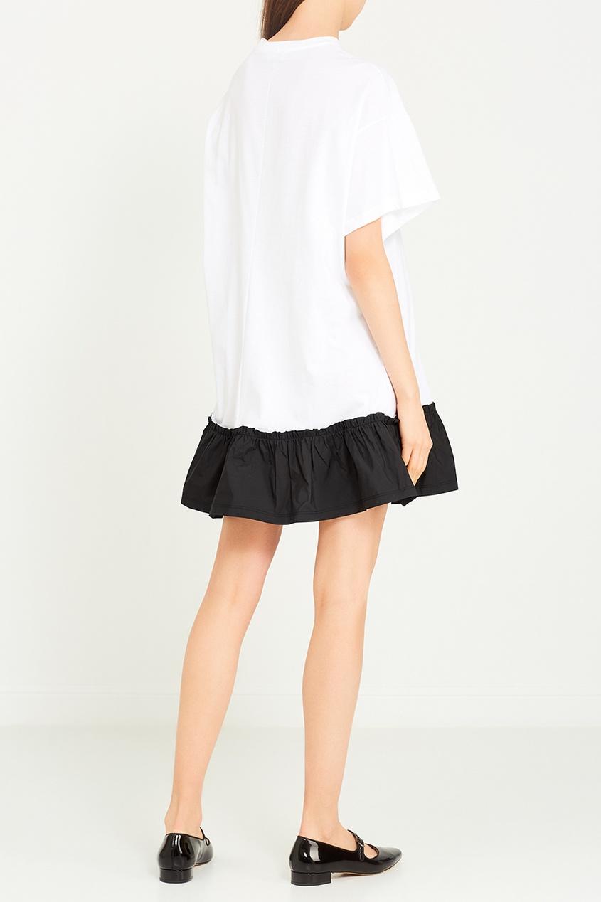Белое платье с контрастным воланом