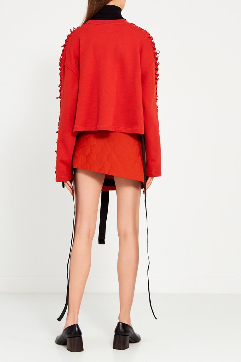 Красная мини-юбка с черным поясом