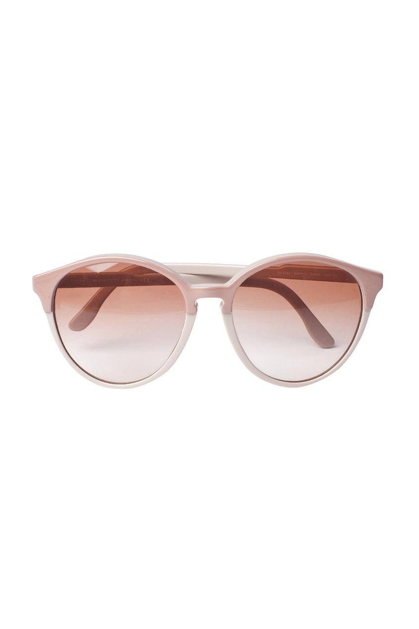 Солнцезащитные очки в светло-розовой оправе