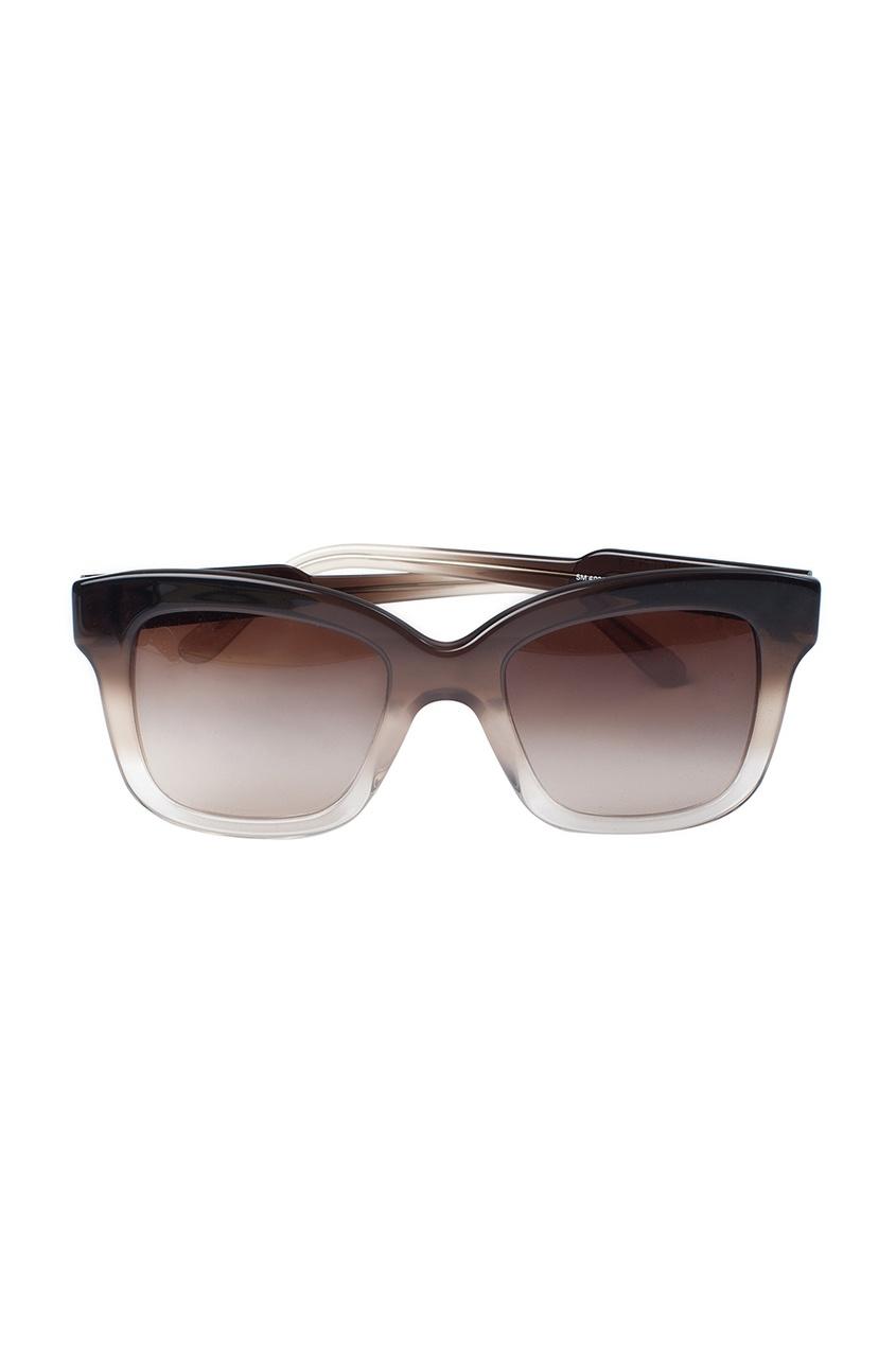 Солнцезащитные очки в коричневой оправе