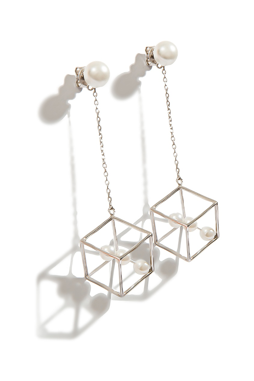 Гвоздики с геометрическими подвесками