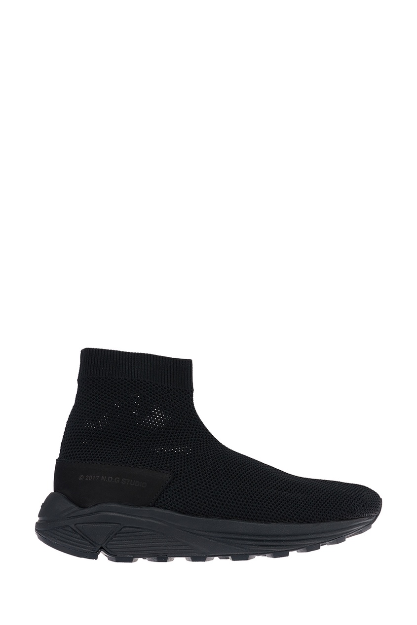 Купить со скидкой Черные текстильные кроссовки