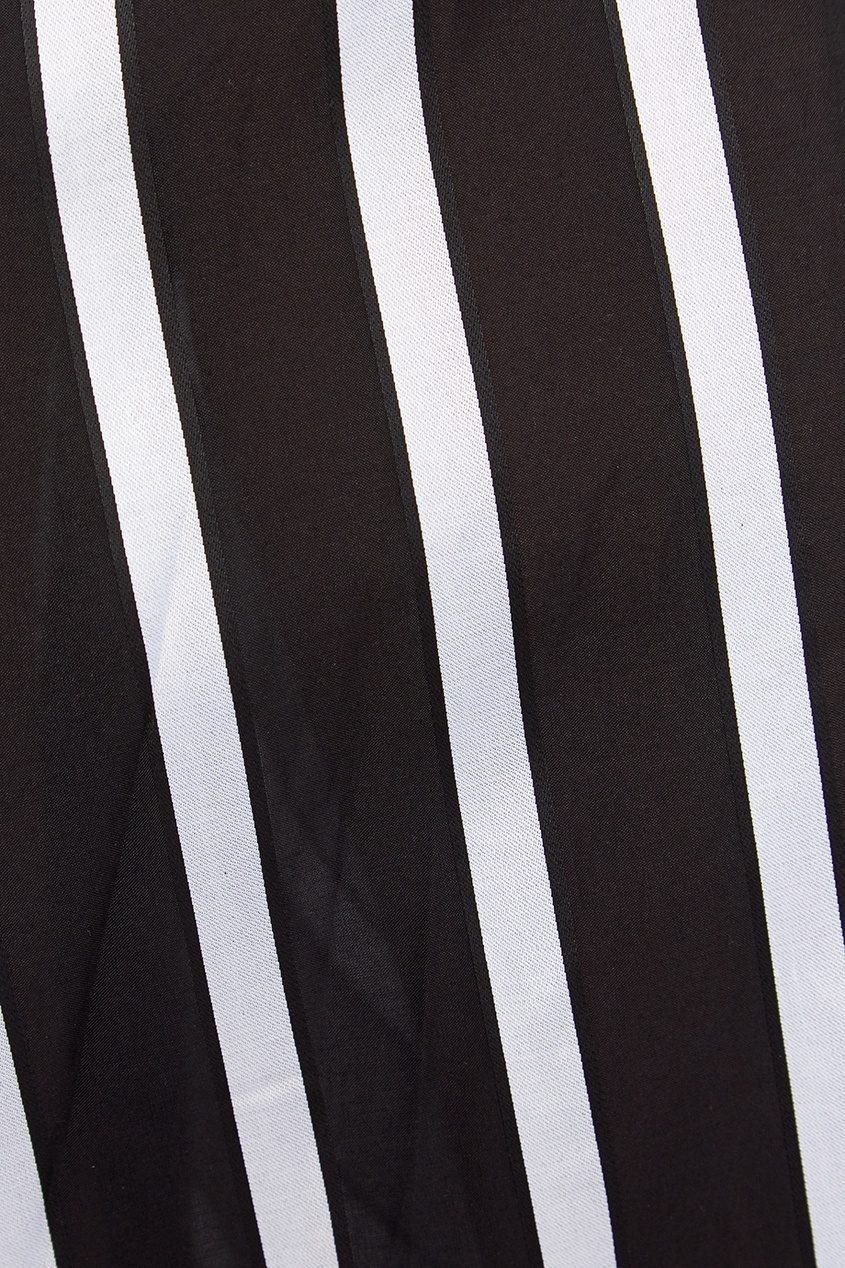 Расклешенная юбка в черно-белую полоску