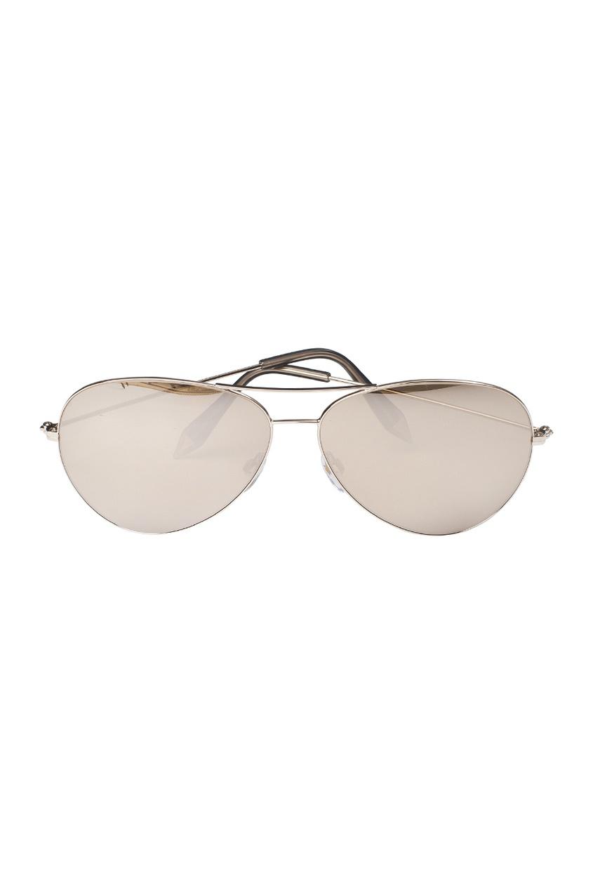 Солнцезащитные очки в  золотой оправе